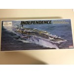 plastic model kit scale 1 : 800 ARII A140-1800 USS NUCLEAR POWERED AIRCRAFT CARRIER INDEPENDENCE new in open and damaged box